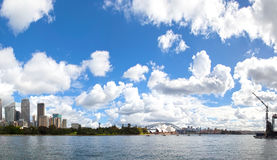 символ Сиднея оперы дома города Стоковое фото RF