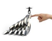 Символы доллара бизнесмена балансируя понижаясь с женщиной вручают hel Стоковое фото RF
