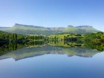 Симметричные отражения озера в Marono на лете Стоковые Фото