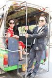 Симпатичная азиатская пара в китайском стиле одевает на минибусе Стоковая Фотография RF