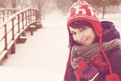 Симпатичная девушка с красными сердцами, день ` s валентинки Стоковая Фотография