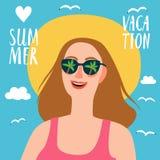Симпатичная девушка на летних каникулах Стоковые Фото