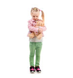 Симпатичная девушка обнимая игрушку, изолированную на белой предпосылке Стоковая Фотография RF