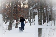 Симпатичная женщина бежит прочь Стоковая Фотография