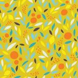 Симпатичная красочная безшовная картина с милыми апельсинами, лимонами и листьями в ярких цветах Стоковое Изображение