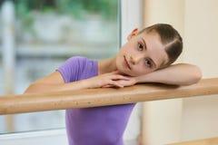 Симпатичная маленькая балерина, запачканная предпосылка Стоковое Изображение