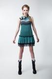 Симпатичная молодая женщина модели способа в самомоднейшем платье Стоковое Фото