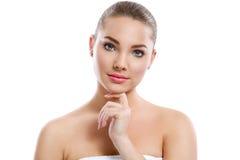 Симпатичная молодая женщина с совершенной кожей стоковое изображение rf