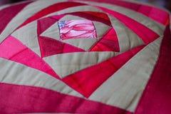 Симпатичная съемка подушки созданная методом заплатки Подушка от моей бабушки Стоковое Фото