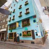 Симпатичная улица с старыми домами в сердце Кёльна Германия Стоковые Изображения