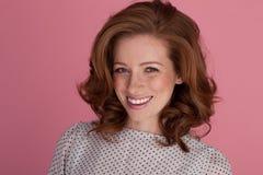 Симпатичная усмешка на красивейшей женщине стоковая фотография
