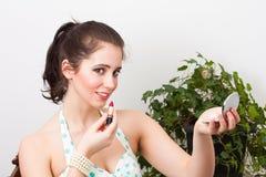Девушка год сбора винограда с губной помадой Стоковые Фотографии RF