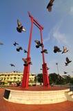 Симпатичное перемещение в Таиланде с гигантским наземным ориентиром крыла Стоковые Изображения RF