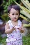 Симпатичное положение ребёнка Стоковые Изображения
