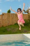 Симпатичные милые дети девушки играя в внешнем Стоковое Фото