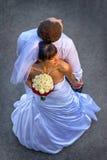 Симпатичные молодые пары стоя спина к спине Стоковые Изображения