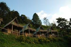 Симпатичные пары деревянных коттеджей в северном Таиланде Стоковые Изображения