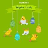 Симпатичные цыплята имеют потеху, празднуют, потакают, в пасхе, бег, муху Стоковые Фото