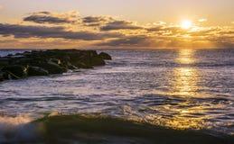 Симпатичный восход солнца на береге Нью-Джерси стоковые изображения rf