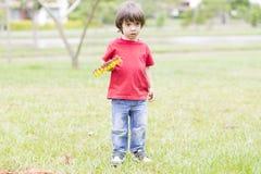 Симпатичный засаживать мальчика Стоковые Фото