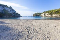 Симпатичный и солнечный день пляжа, Macarella, Minorca, Менорка, Baleari Стоковые Изображения RF