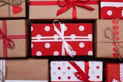 Симпатичный комплект настоящих моментов подарка точки польки аранжированных близко Стоковые Изображения RF