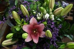 Симпатичный красивый букет состоя из розовых лилий Стоковая Фотография