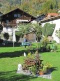 Симпатичный сад на озере Brienz Стоковые Фотографии RF