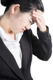 Симптом головной боли в коммерсантке изолированной на белой предпосылке Путь клиппирования на белой предпосылке Стоковое Фото