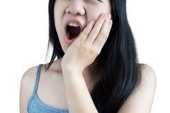 Симптом Toothache в женщине изолированной на белой предпосылке Clipp стоковое изображение