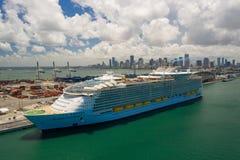 Симфонизм взгляда Майами морей городской и гаван гавани стоковое изображение