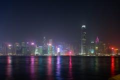 Симфонизм шоу лазера города Гонконга зданий небоскреба ориентира панорамы светов на гавани Виктория в городе Гонконга стоковые изображения rf