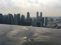 Сингапур, взгляд от бассейна на песках залива Марины Стоковая Фотография