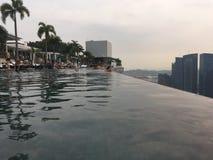 Сингапур, взгляд от бассейна на песках залива Марины Стоковые Изображения