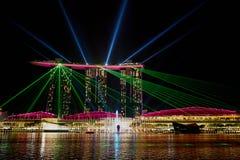 СИНГАПУР - Выставка лазера на песках залива Марины стоковые изображения rf
