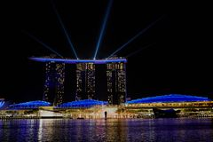 СИНГАПУР - Выставка лазера на песках залива Марины стоковое фото