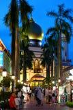 Сингапур: Голубой час снял мечети Singapura султана Masjid Стоковое Изображение RF