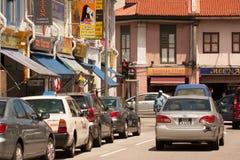 Сингапур Меньшие Индия - март 2008 Толпиться, узкая улица в меньшей Индии Стоковые Изображения RF