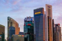 СИНГАПУР - 15-ОЕ АПРЕЛЯ: Горизонт и Марина города Сингапура преследуют на a Стоковое фото RF