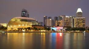 СИНГАПУР - 10-ОЕ АПРЕЛЯ 2016: Эспланада - театры на заливе a Стоковое фото RF