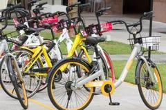 Сингапур - 9-ое декабря 2017: Велосипед-делить в-вещь в Singa стоковое фото
