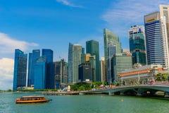 СИНГАПУР - 10-ОЕ ИЮЛЯ 2016: Горизонт Сингапура и взгляд skyscr Стоковое фото RF