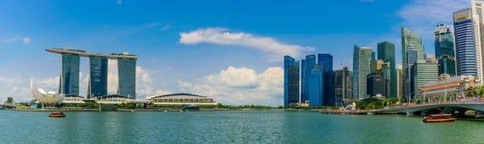 СИНГАПУР - 10-ОЕ ИЮЛЯ 2016: Горизонт Сингапура и взгляд skyscr Стоковая Фотография RF