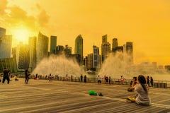 СИНГАПУР - 10-ОЕ ИЮЛЯ 2016: Горизонт Сингапура и взгляд skyscr Стоковые Изображения RF