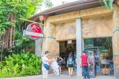 СИНГАПУР - 20-ОЕ ИЮЛЯ: Юрская тема парка в студиях Universal Si Стоковая Фотография