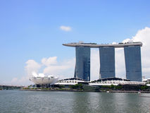 СИНГАПУР - 31-ОЕ МАЯ 2015: Залив Марины зашкурит курортный отель в Сингапуре Интегрированного expensiv курорта и мира большинств Стоковая Фотография