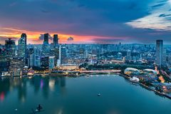 Сингапур - 20-ое ноября 2018: Взгляд захода солнца горизонта Сингапура, 20-ого ноября 2018 в Сингапуре стоковая фотография rf