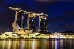 СИНГАПУР - 22-ОЕ НОЯБРЯ 2016: Залив Марины зашкурит курортный отель на n Стоковая Фотография RF