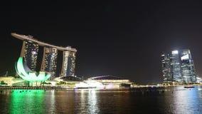 СИНГАПУР - 28-ое октября 2014: светлая выставка на песках залива Марины в Сингапуре видеоматериал