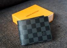 Сингапур - 11-ое сентября 2016: Положение бумажника Louis Vuitton Loui Стоковые Фотографии RF